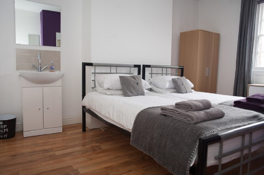 Sink in bedroom at Quire Court Apartment, Centre, Gloucester - Citybase Apartments