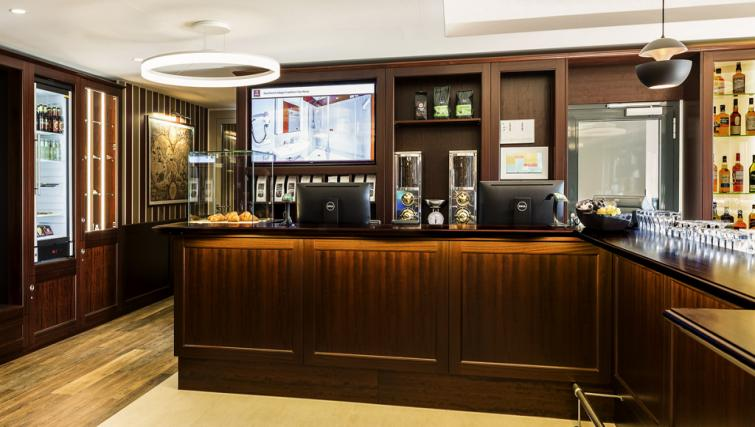 Communal bar at Adagio Frankfurt City Messe Apartments - Citybase Apartments