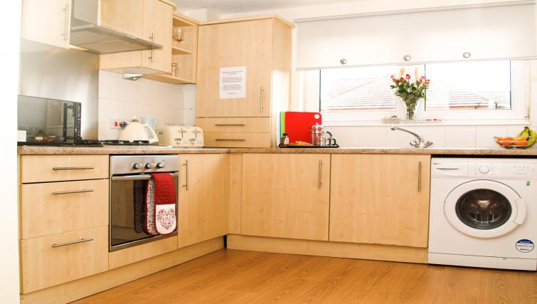 Kitchen at HLA King Court Apartment - Citybase Apartments
