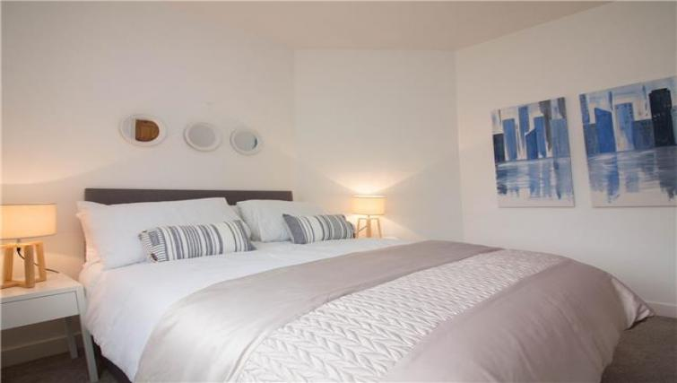 Double bed at Elderpark View Apartment - Citybase Apartments