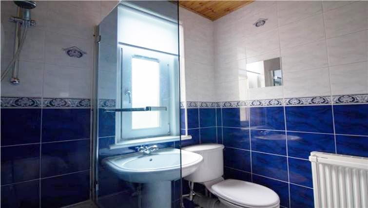 Bathroom at Elderpark View Apartment - Citybase Apartments