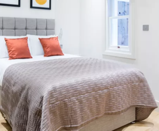 Double bed at Fitzrovia Apartments - Citybase Apartments