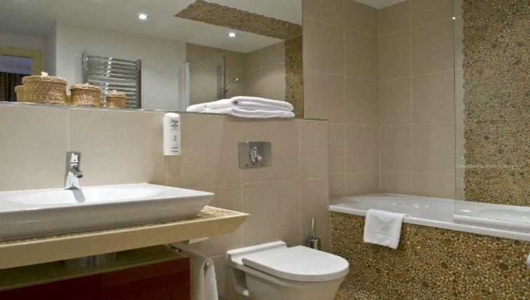 Sleek bathroom in Mamaison Residence Diana - Citybase Apartments