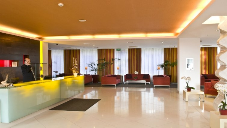 Contemporary lobby in Mamaison Residence Diana - Citybase Apartments