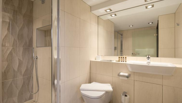 Bathroom at Roomzzz Manchester Corn Exchange - Citybase Apartments
