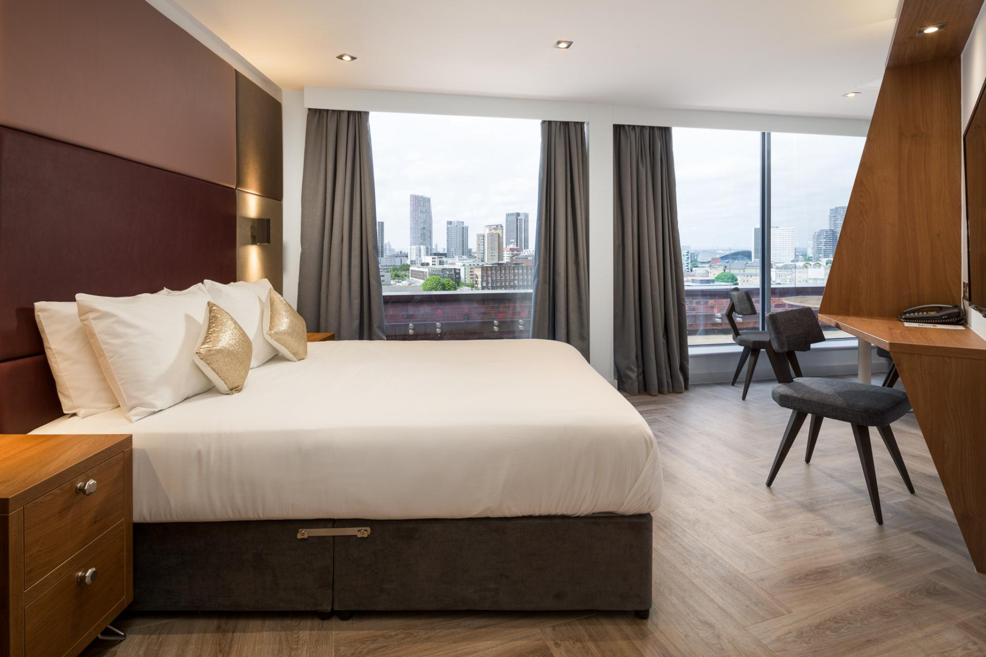 Double bed at Roomzzz London Stratford - Citybase Apartments