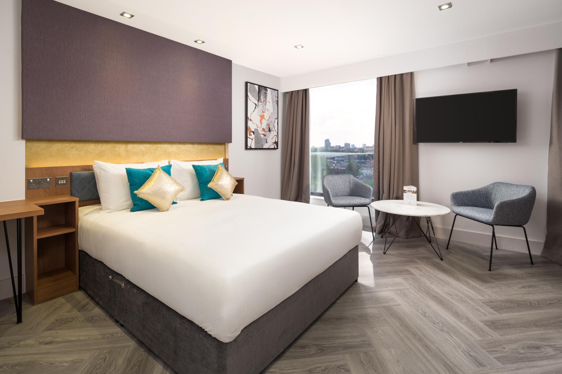 Grande bedroom at Roomzzz London Stratford - Citybase Apartments