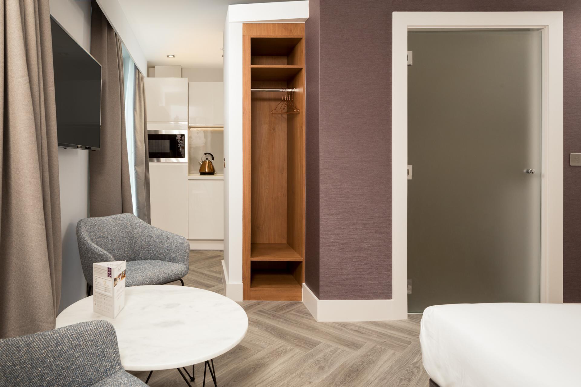 Grande lounge at Roomzzz London Stratford - Citybase Apartments