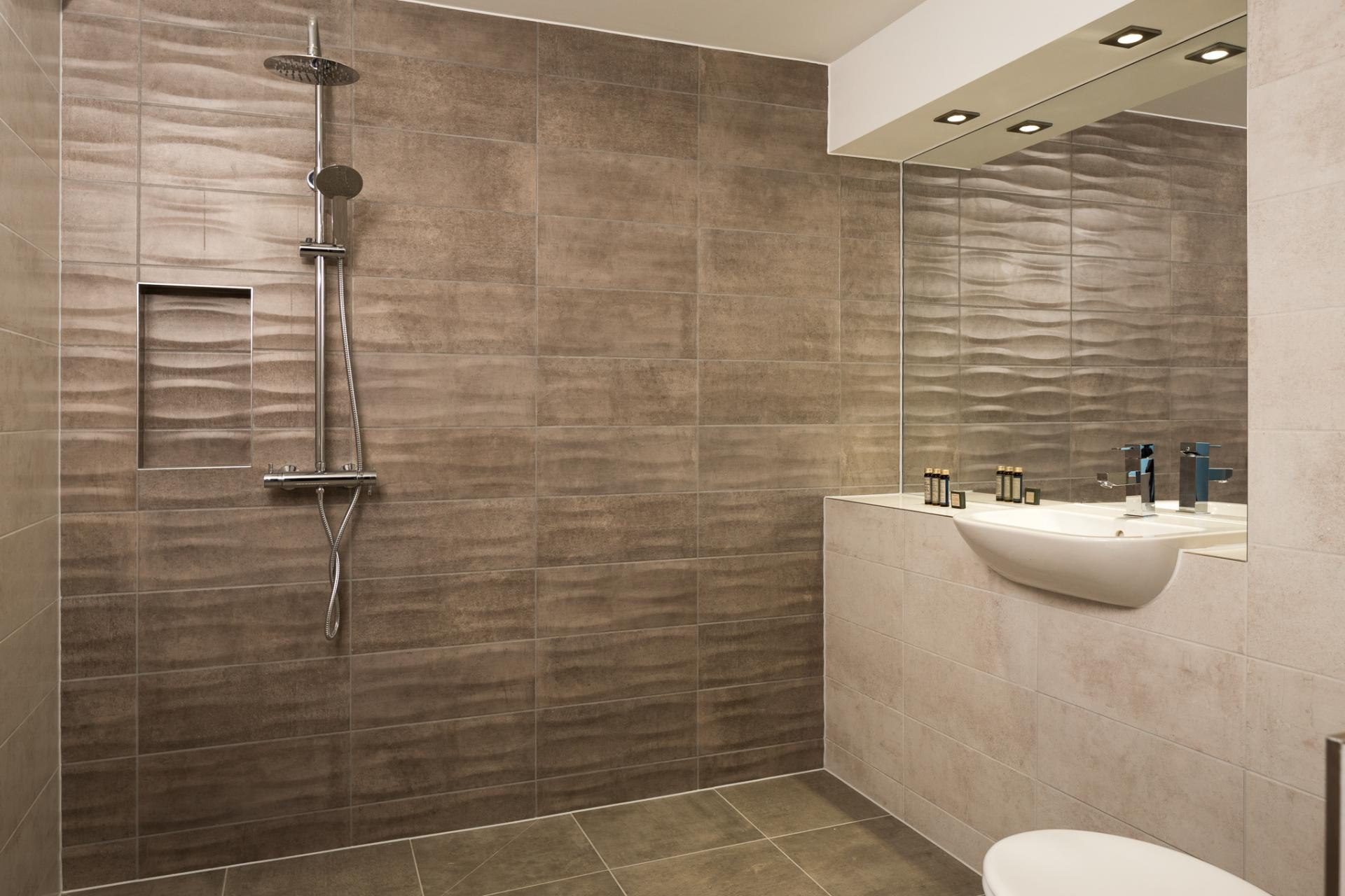 Shower at Roomzzz London Stratford - Citybase Apartments