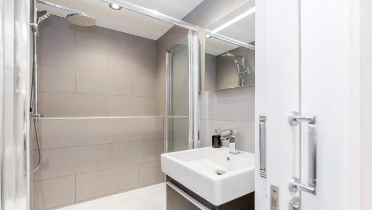 Shower at LCS Hanover Place Apartments - Citybase Apartments