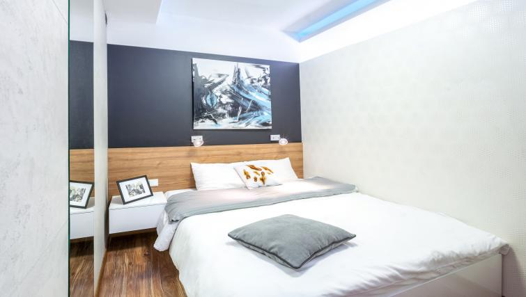 Double bed at Ariańska Residence - Citybase Apartments