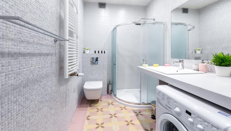 Shower room at Ariańska Residence - Citybase Apartments