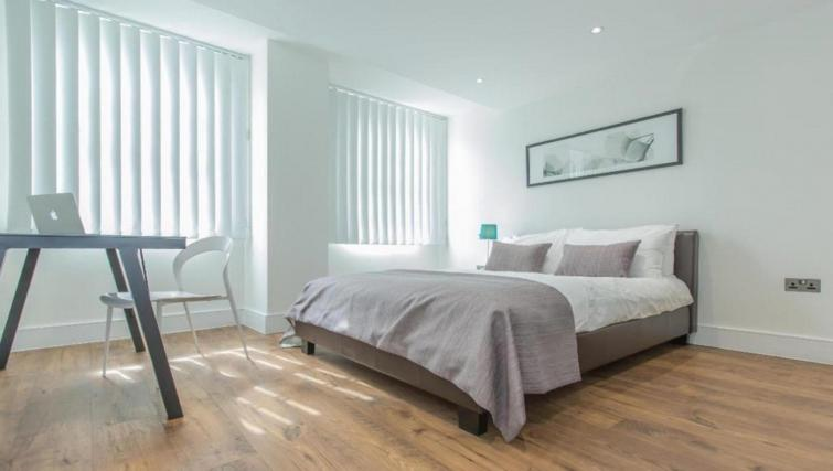 Bedroom at the Valet Limehouse Apartments - Citybase Apartments