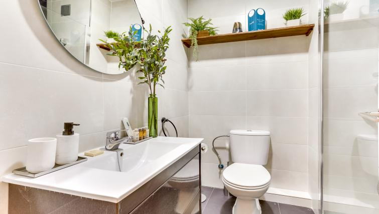 Bathroom at Camp Nou Galileu Apartment - Citybase Apartments