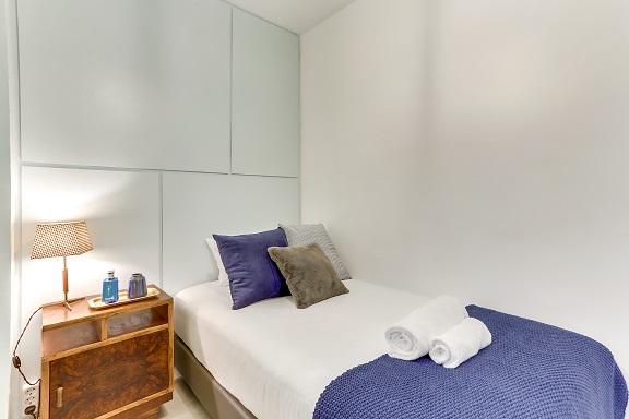 Single bed at Camp Nou Galileu Apartment - Citybase Apartments