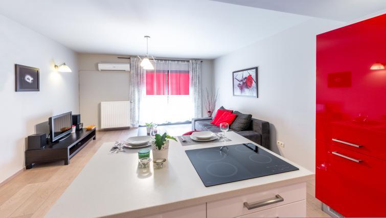 Modern kitchen at Angel City Apartments - Citybase Apartments