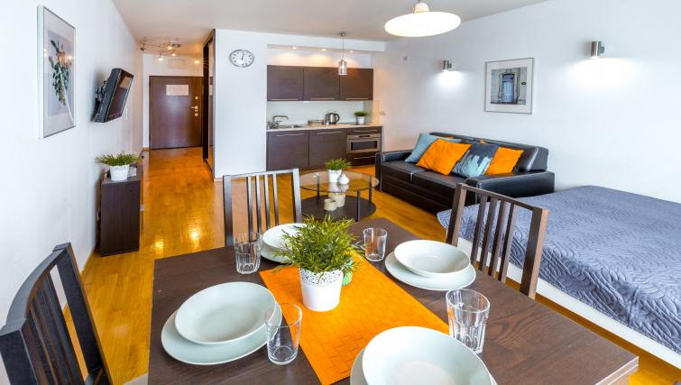 Dining table at Angel City Apartments - Citybase Apartments