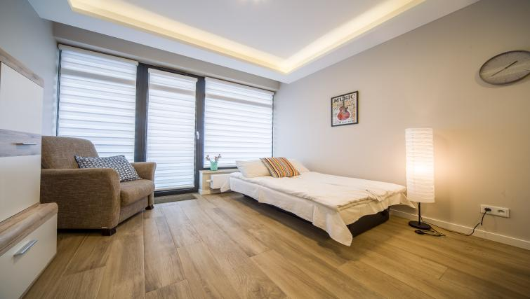 Large bedroom at Kazimierz Apartments - Citybase Apartments