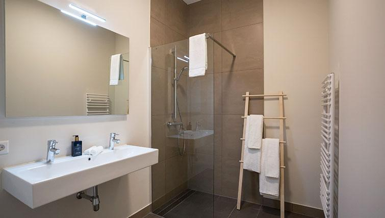 Shower at Gershwin Serviced Apartments, Amsterdam - Citybase Apartments