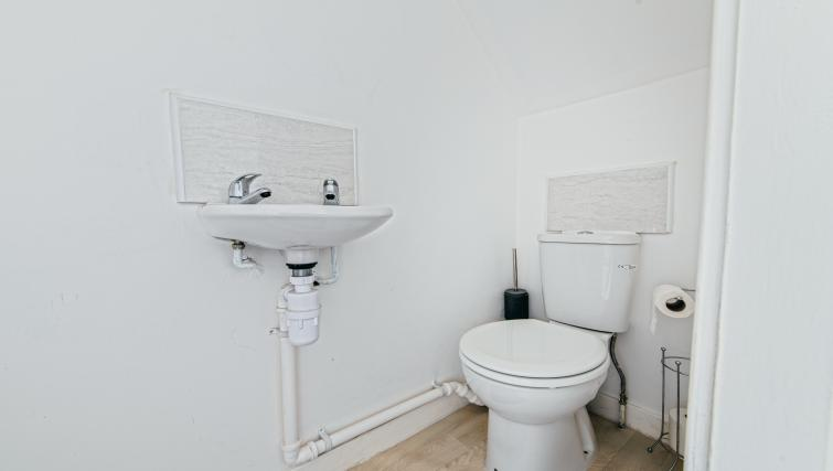 Toilet at Sutton Muse Serviced Apartment - Citybase Apartments