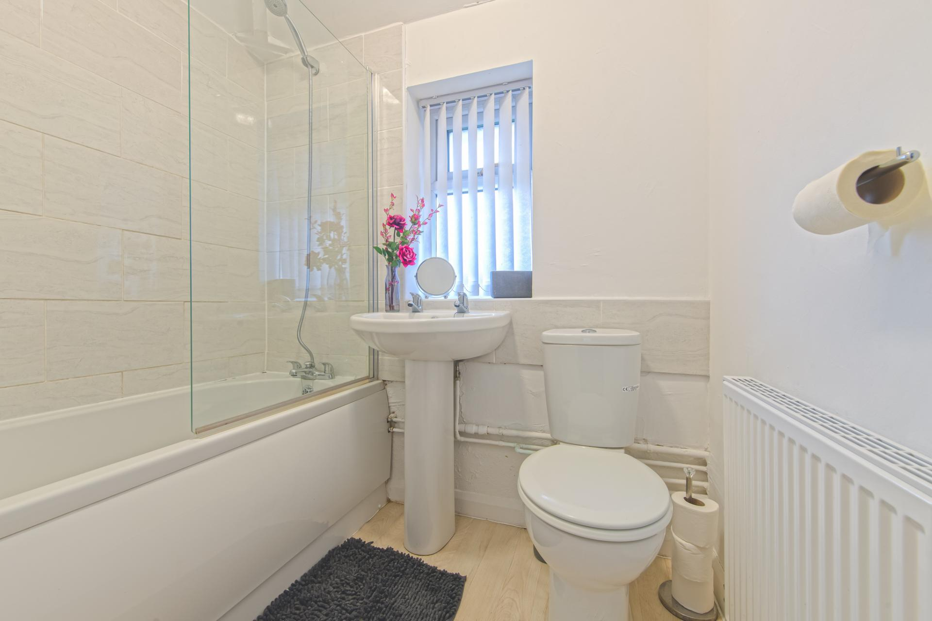 Bathroom at Throstle House Serviced Apartment, Middleton, Leeds - Citybase Apartments