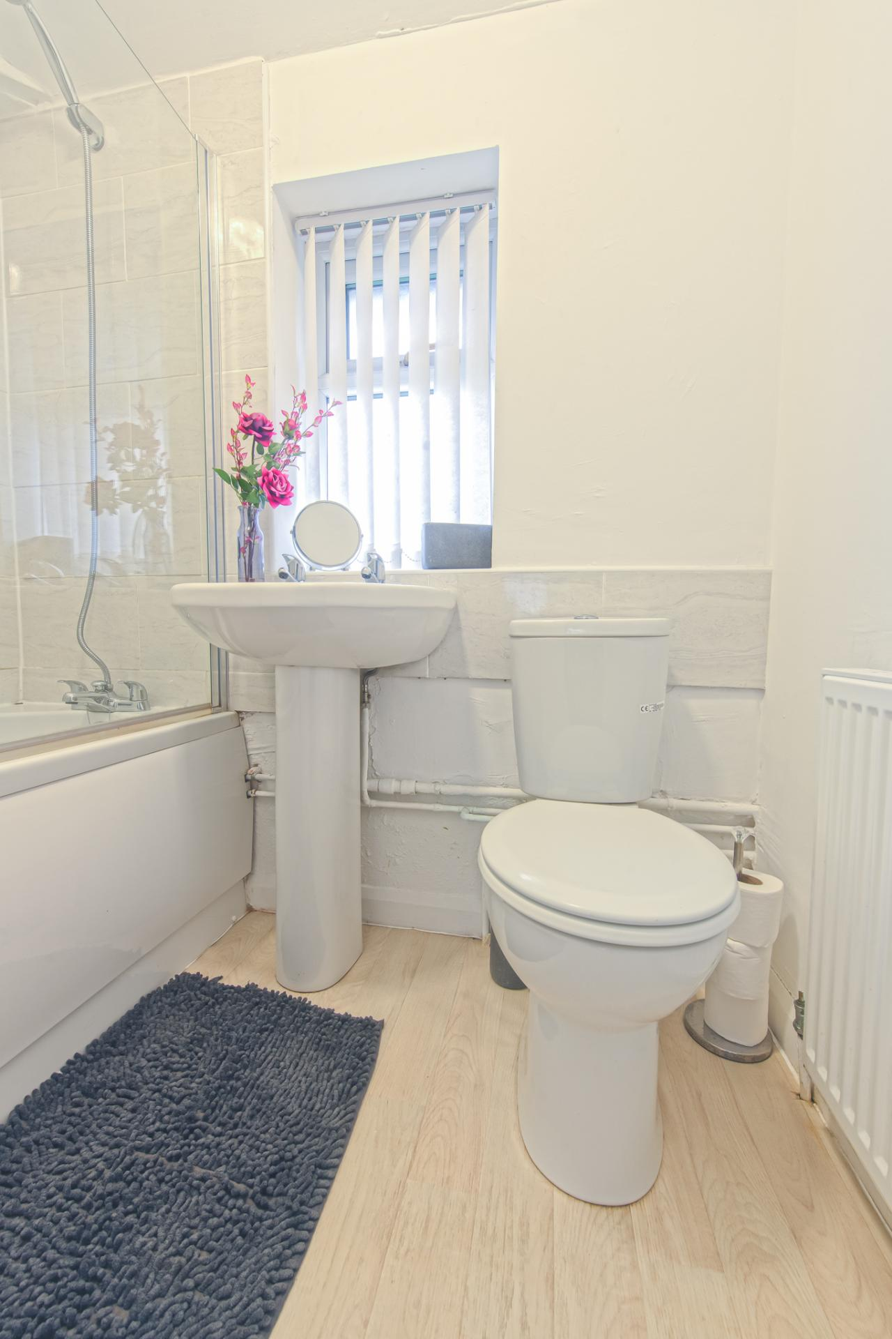 WC at Throstle House Serviced Apartment, Middleton, Leeds - Citybase Apartments