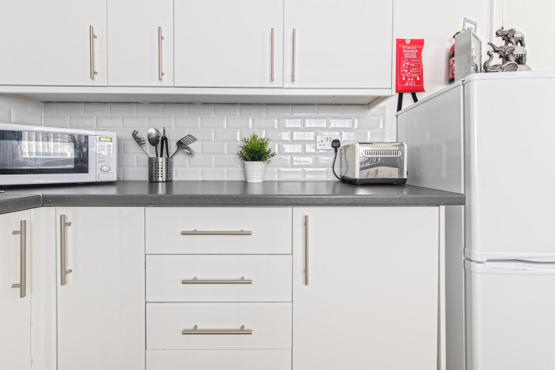 Fully equipped kitchen at Throstle House Serviced Apartment, Middleton, Leeds - Citybase Apartments