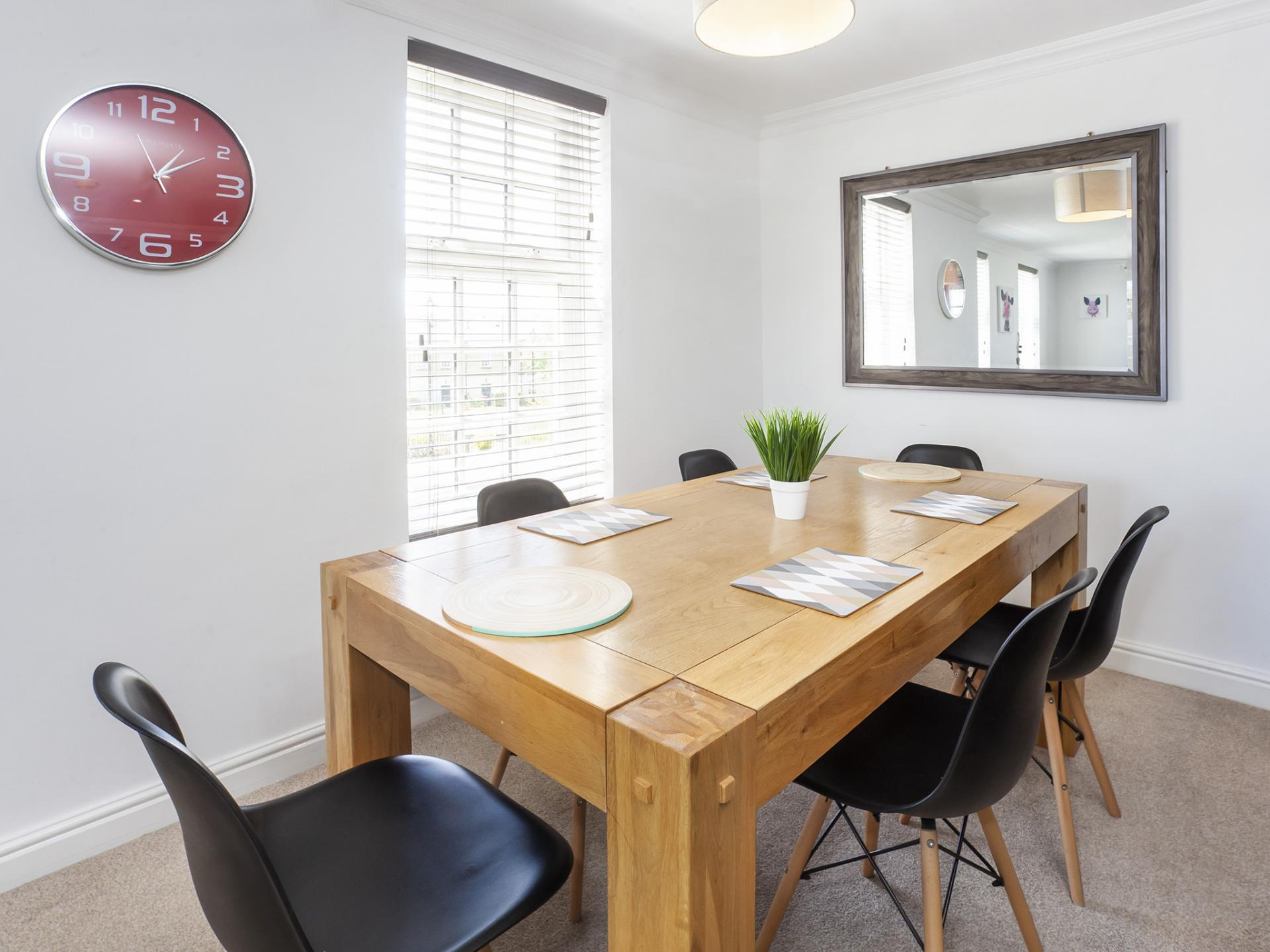 Dining table at Fountains View Apartment - Citybase Apartments