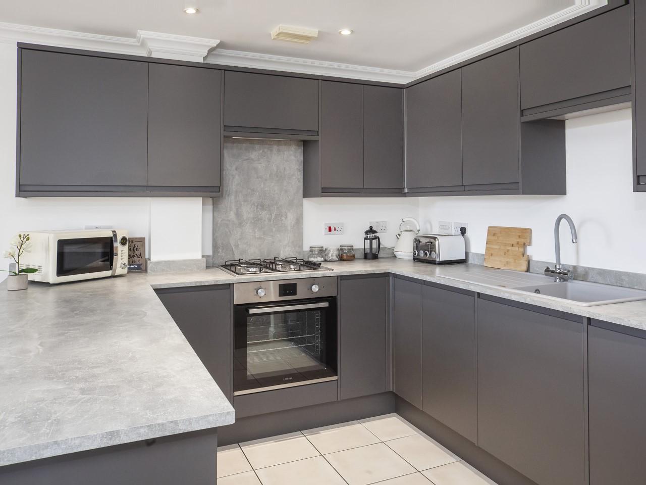 Kitchen at Fountains View Apartment - Citybase Apartments