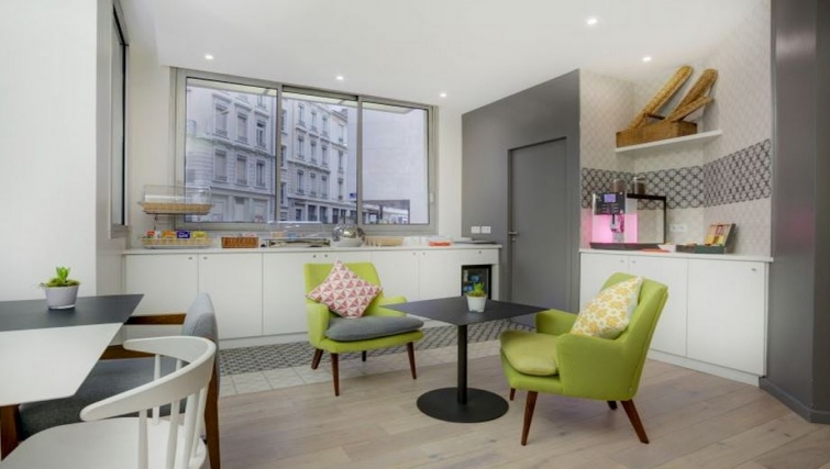 Dining area in Citadines Part-Dieu Apartments - Citybase Apartments