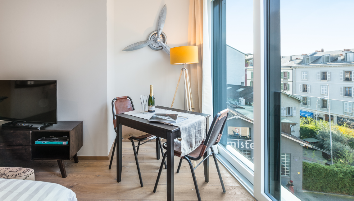 Dining area at the Noirettes Studios - Citybase Apartments