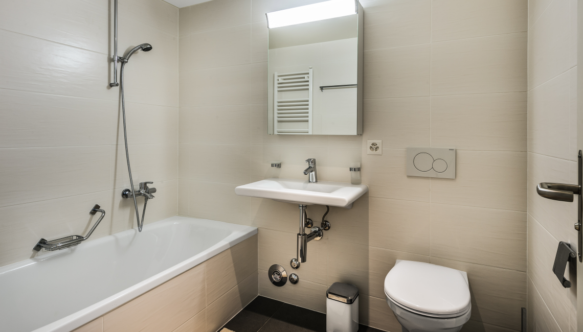 Bath at the Noirettes Studios - Citybase Apartments