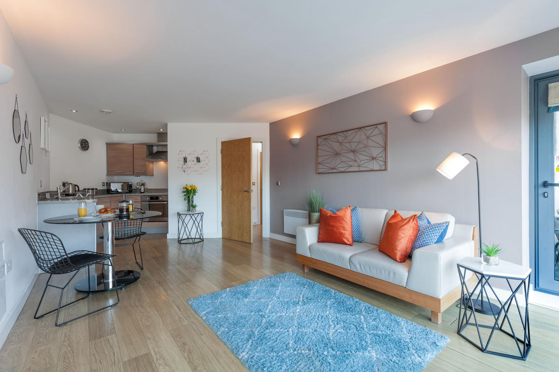 Living room at Waterloo Court Apartments - Citybase Apartments