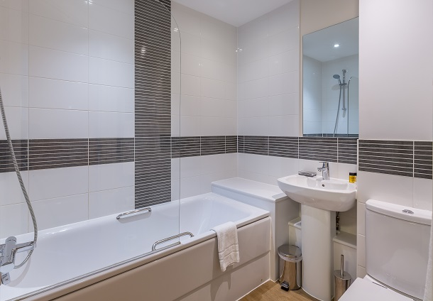 Bath at City Wall House - Citybase Apartments