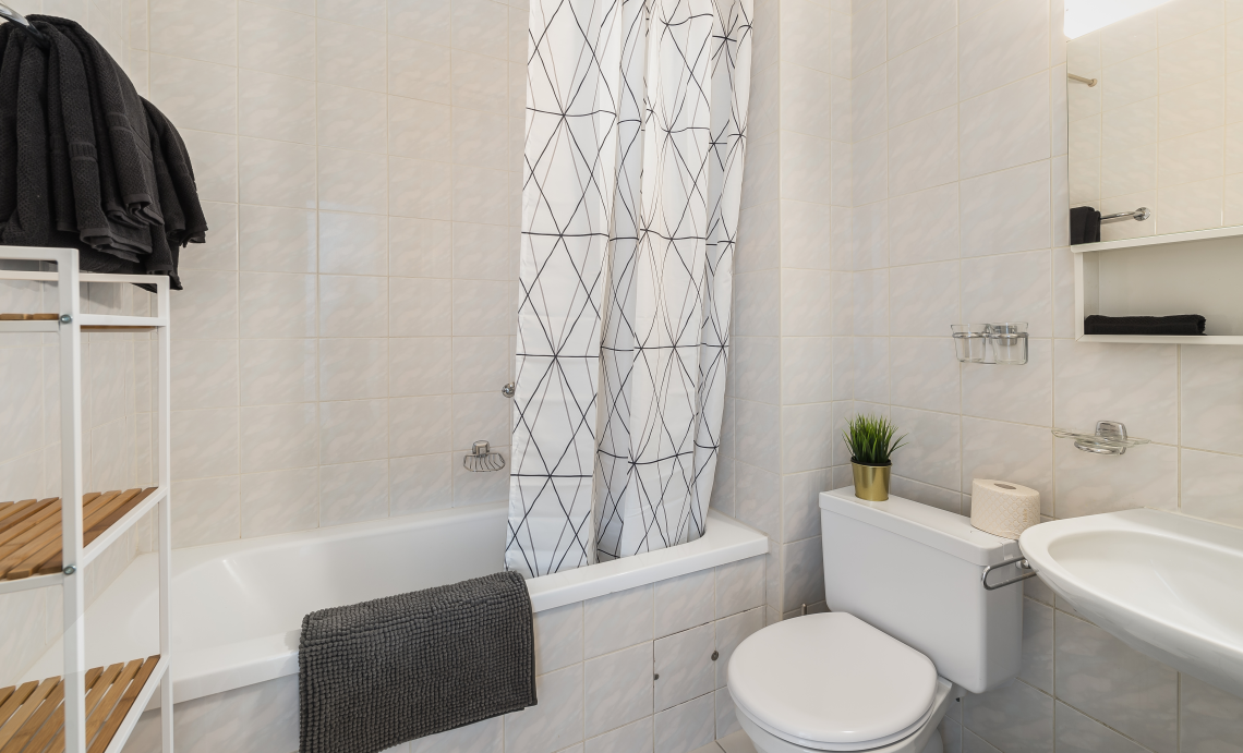 Bath at Athenee Apartments - Citybase Apartments