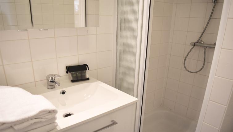 Bathroom at Dunant Gardens Apartments - Citybase Apartments