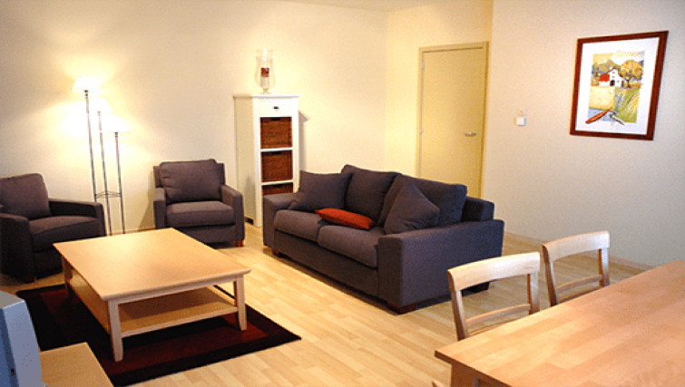 Living room at Green Gardens Apartments - Citybase Apartments