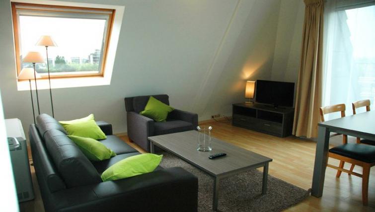 Lounge at Green Gardens Apartments - Citybase Apartments