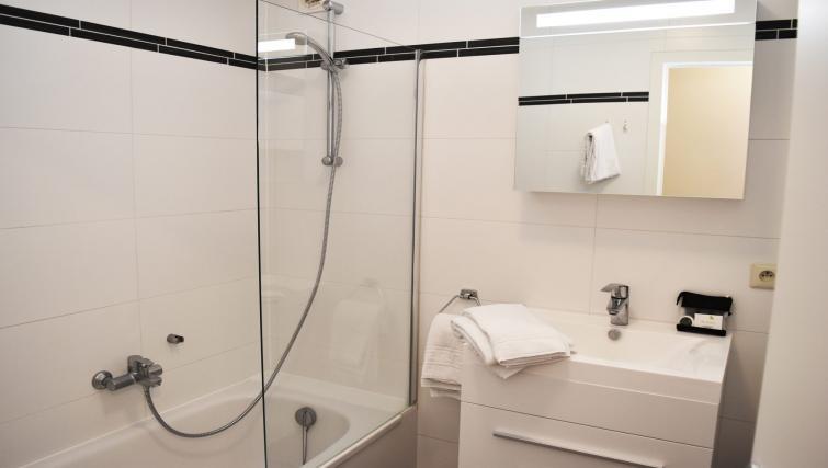Bathroom at Green Gardens Apartments - Citybase Apartments