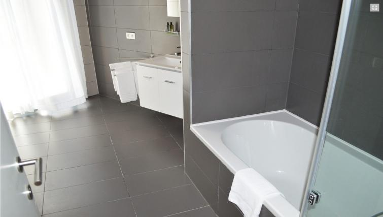 Bathroom at Stephanie Residence - Citybase Apartments