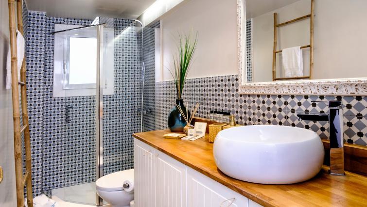 Bathroom at Atic Eloi Apartment - Citybase Apartments