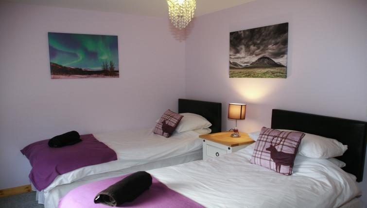 Twin beds at the Glenlochy Nevis Bridge Apartments - Citybase Apartments