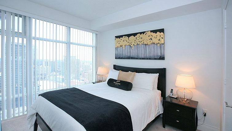 Queen size ebd at Quantum North Apartment - Citybase Apartments