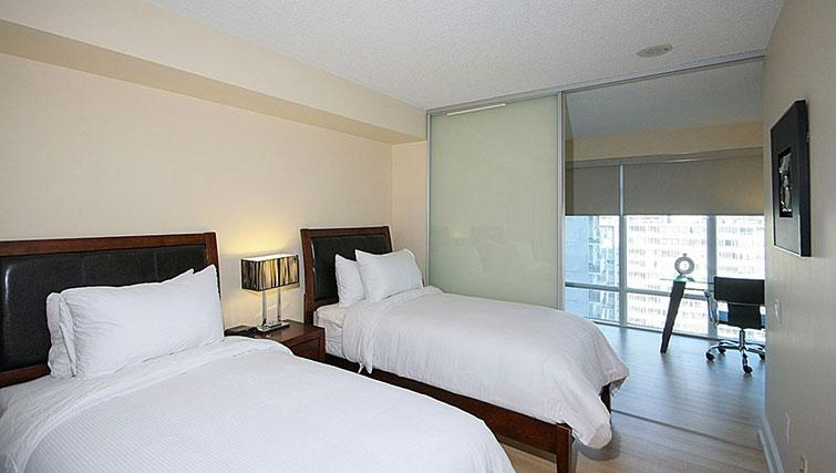 Twin beds at Quantum North Apartment - Citybase Apartments