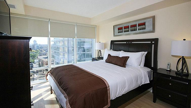 Double bed at Quantum North Apartment - Citybase Apartments