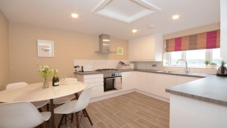 Modern kitchen - Citybase Apartments
