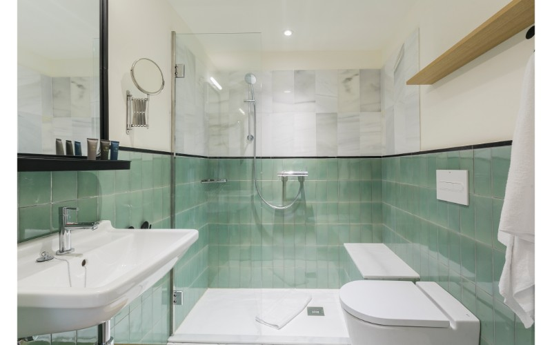 Shower at Yays Sagrera Apartments, La Sagrera, Barcelona - Citybase Apartments