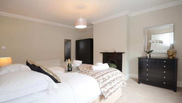 Spacious bedroom at Hampden Street Apartment - Citybase Apartments