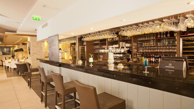 Bar at Residhome Paris-Massy Apartments - Citybase Apartments