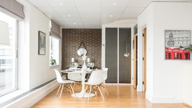 Spacious living area at Baker Street Apartment - Citybase Apartments